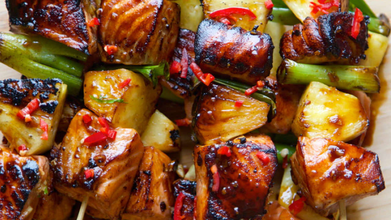 Salmon and pineapple brochette