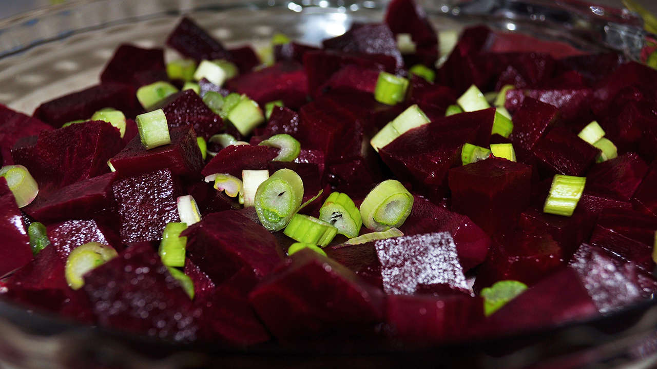 Beet salad with green onion and garlic