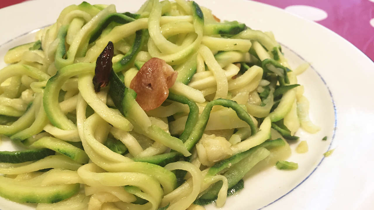 ZUCHINNI SPAGHETTI WITH SPICY OIL