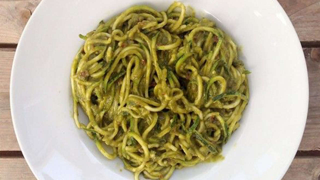 Zucchini Spaghetti with Avocado and Nuts Sauce
