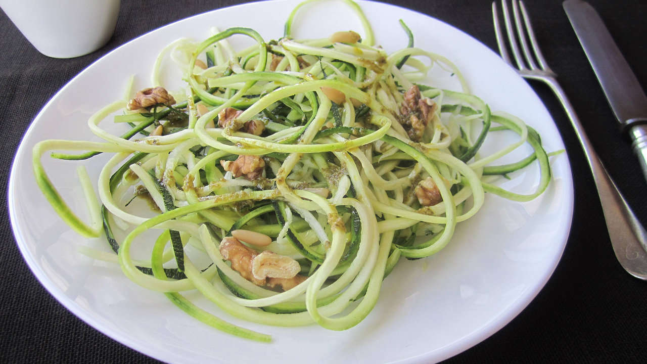 ZUCHINNI SPAGHETTI IN AVOCADO SAUCE