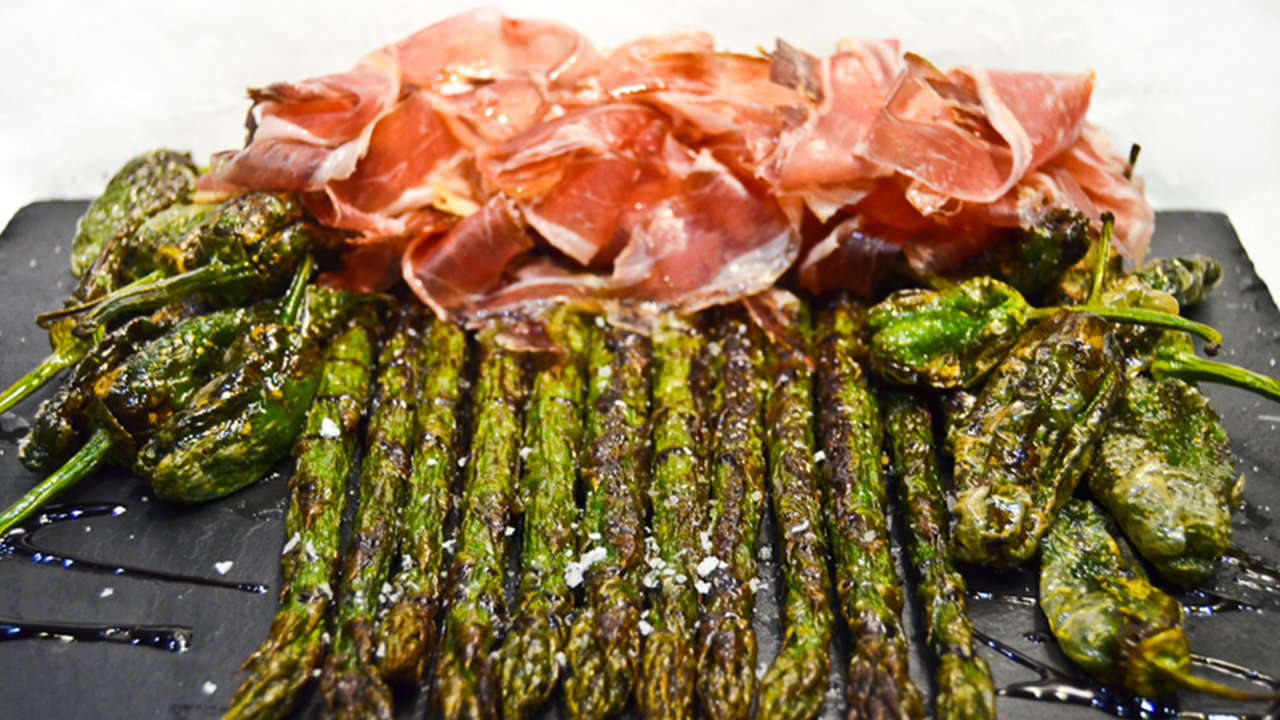 Wild asparagus with pork ham or bacon