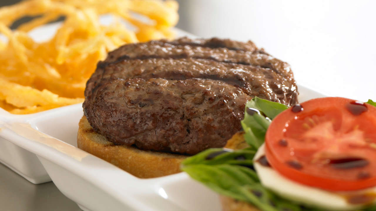 BEEF AND VEGETABLE HAMBURGERS WITH MUSTARD