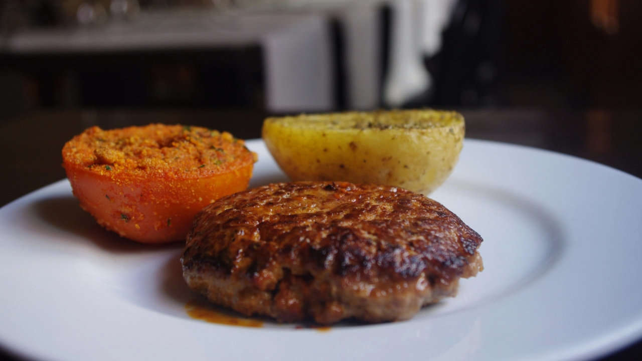 BALEAR HAMBURGER WITH FIGS
