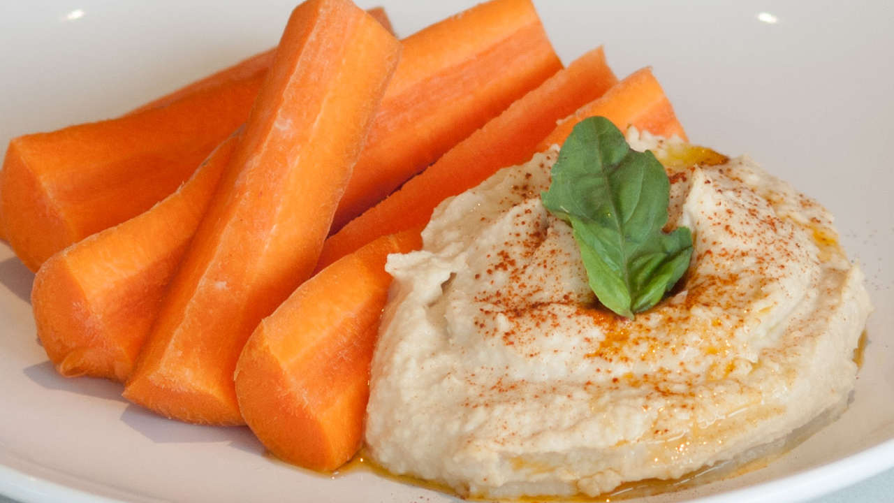 GARBANZO (CHICKPEA) HUMMUS WITH CARROT STICKS