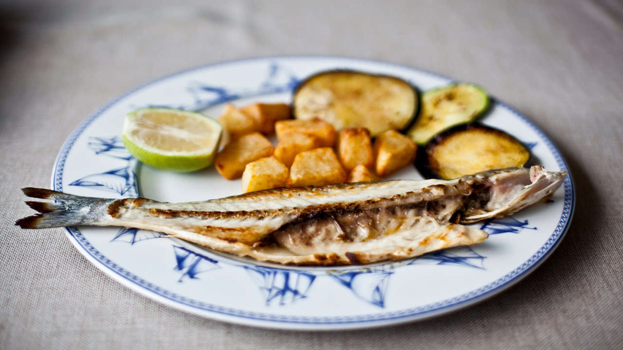 GRILLED SEA BASS WITH GARLIC AND PARSLEY