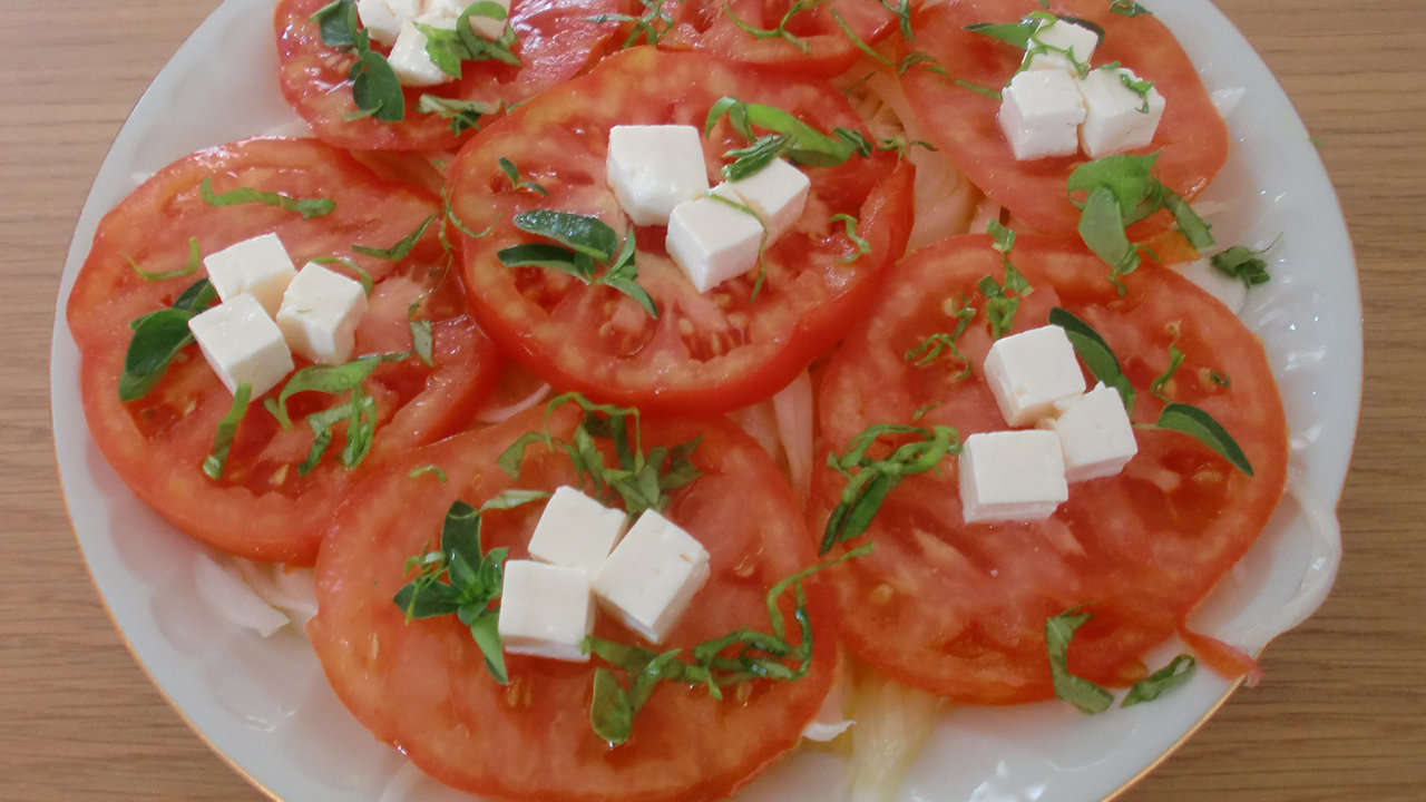 TOMATOES WITH FRESH GOAT CHEESE AND ANCHOVIES