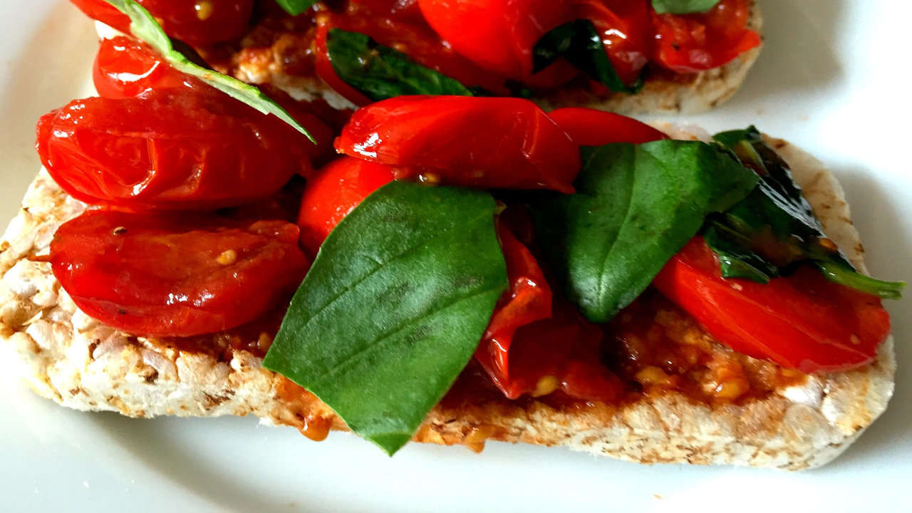 Rice cakes with tomato slices