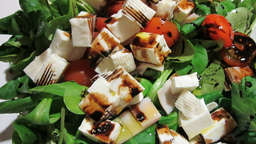Spinach and fresh cheese salad