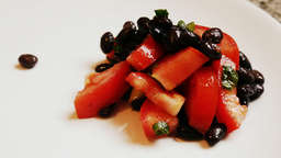 Black bean salad with tomato