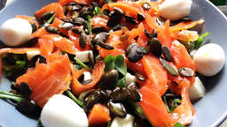Salmon and quail eggs salad