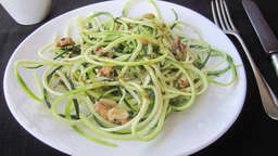 Zunchinni spaghetti with pesto