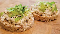 Rice cakes with tuna