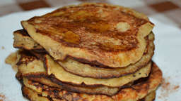 Banana, date and cocoa pancakes